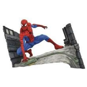 Diamond Select Toys Marvel Gallery: Spider-Man Comic Webbing Pvc Diorama (Sep182341) imagine